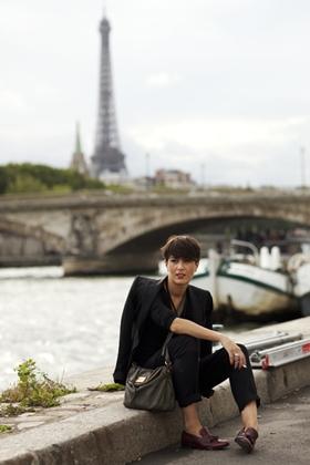 chica con americana en Paris